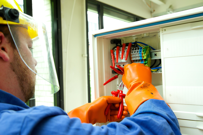 Elektrofachkraft für festgelegte Tätigkeiten (Nachschulung)